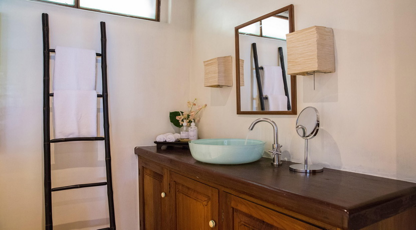 48-Samudra-Octagonal-shared-bathroom_resize