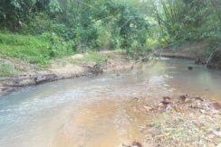 A vendre terrain avec rivière à Maenam Koh Samui